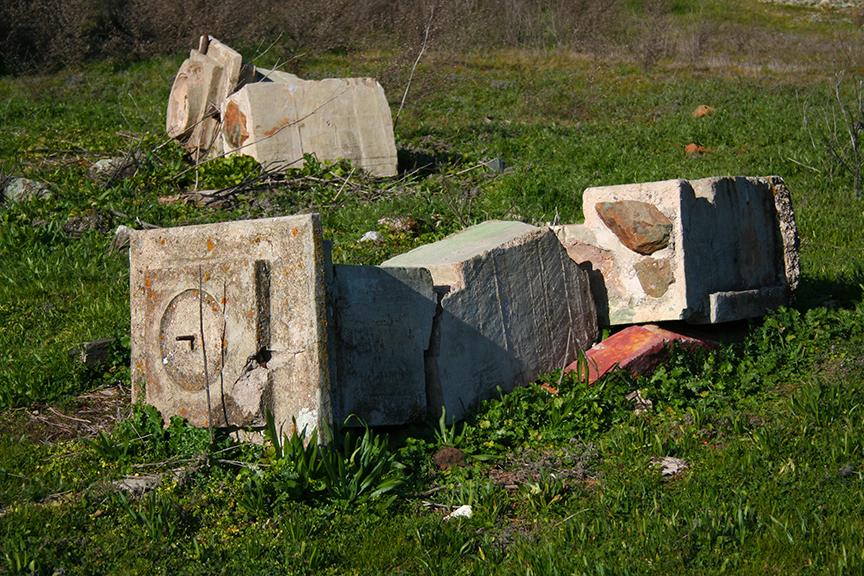 Crumbled-column
