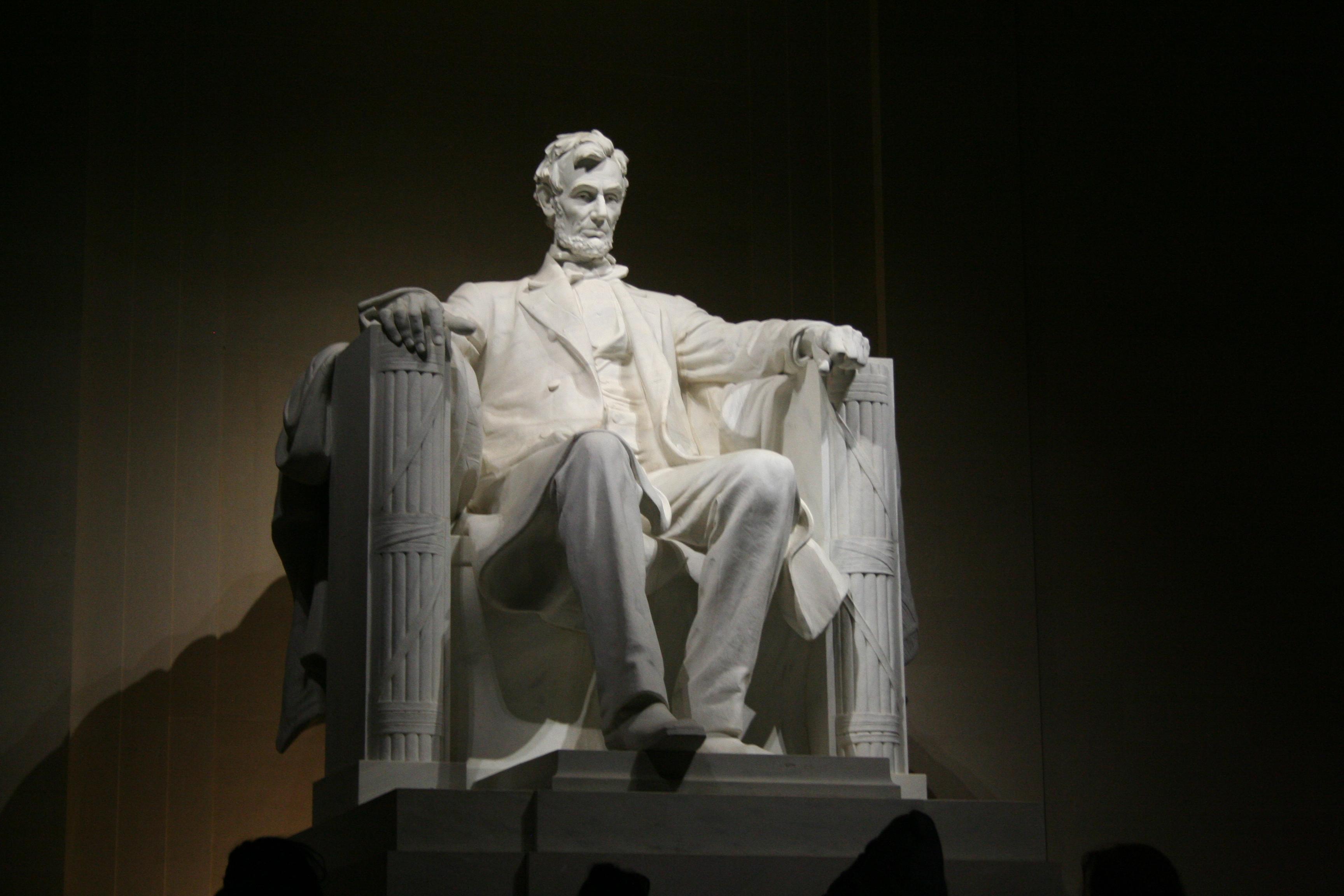 090123 Lincoln at Night