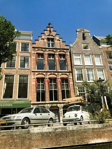 Parapet styles of Dutch architecture