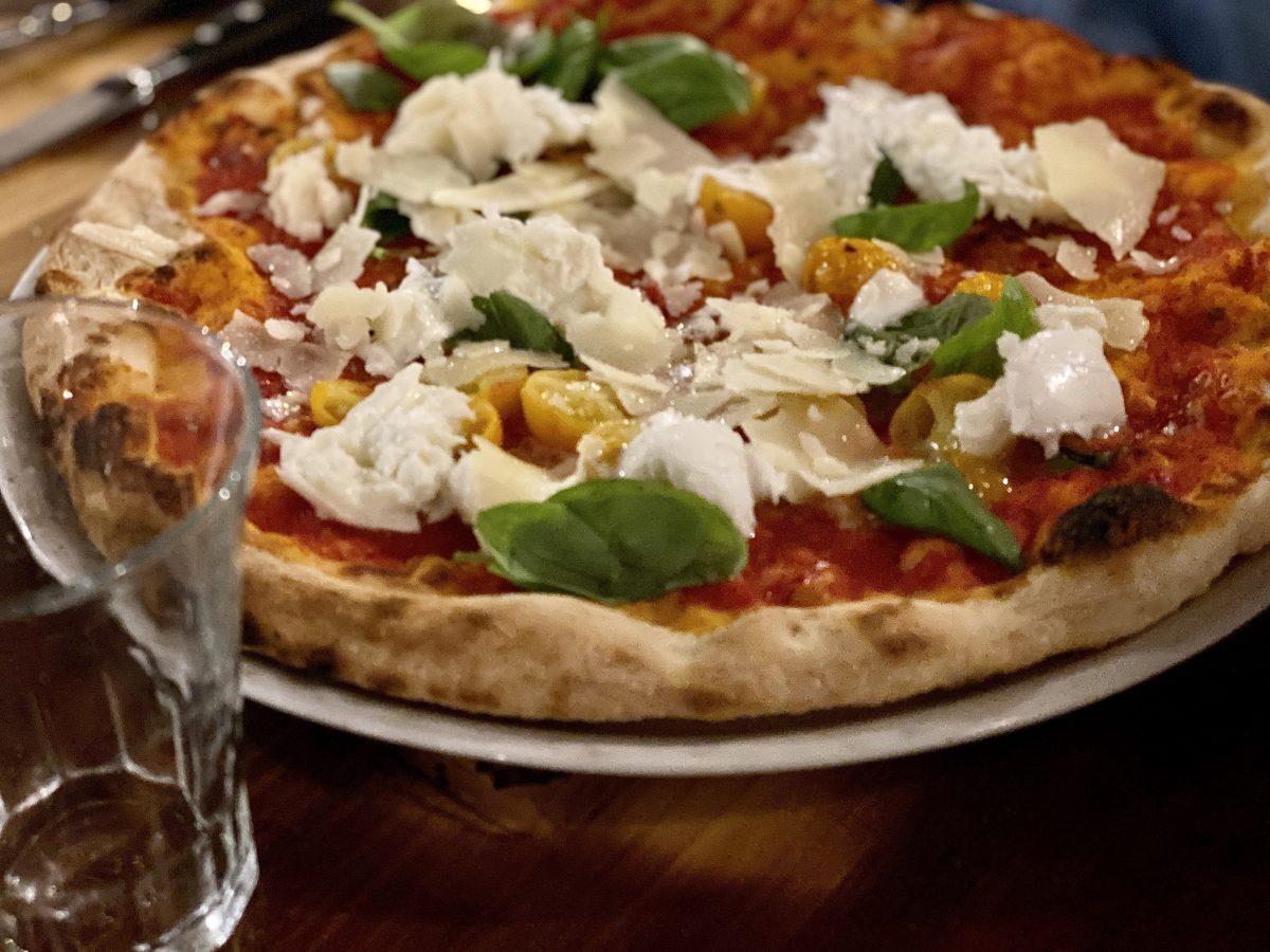 pizza margherita at Fratelli Mori